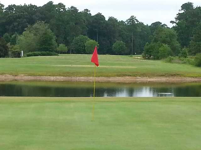 A view of a green with water coming into play at Traces Golf Club