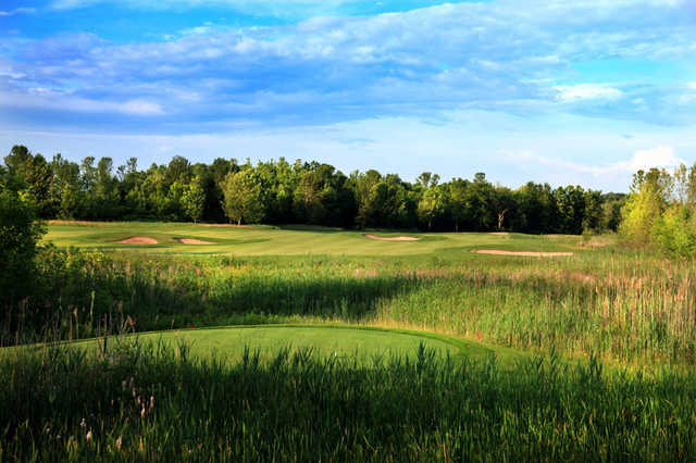 A view of green #8 protected by bunkers at Turning Stone - Shenendoah Golf Club