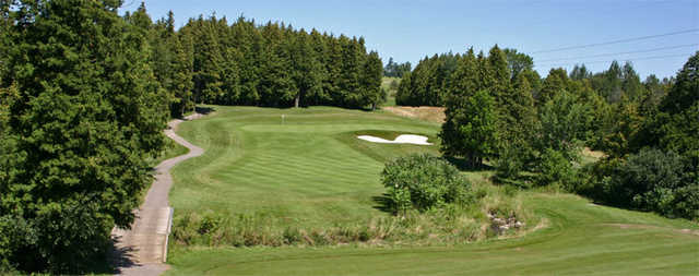 A view of green with narrow road on the left at Lakeridge Links Golf Course