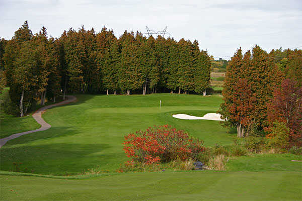 A view of the 14th hole at Lakeridge Links Golf Course