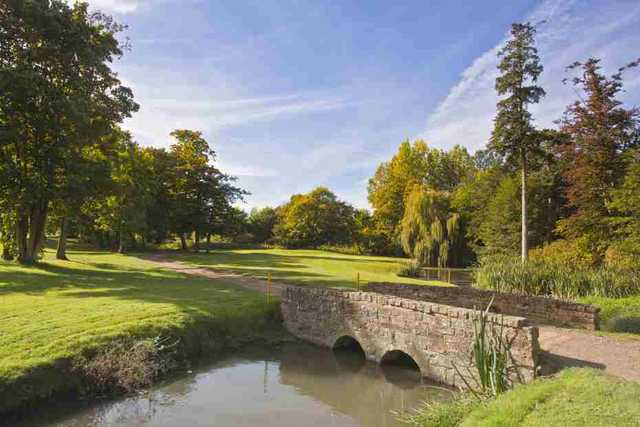 The 8th hole at Hever Castle