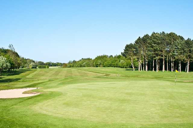The 2nd hole of Hornsea golf course