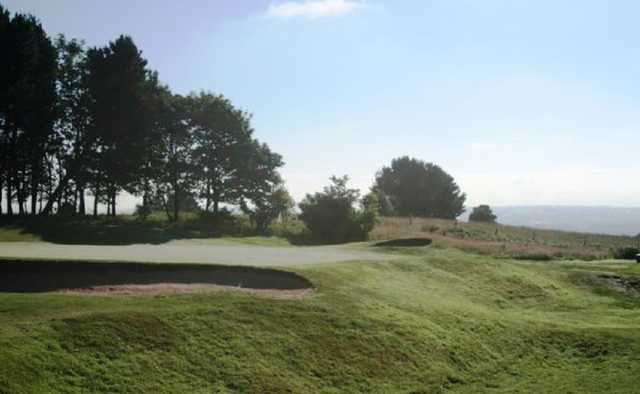 Challanging bunkers surrounding the greens