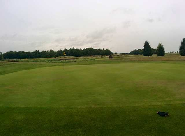 The 1st green on Thorny Lakes course