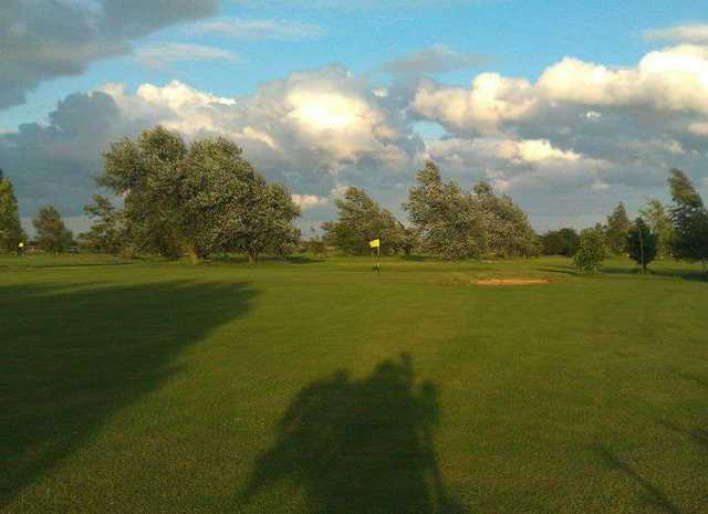 View of the green from the fairway at Stonham Barns Golf Centre