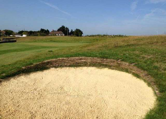 Bunker and green appraoch image Ingrebourne Links 9 Hole Course