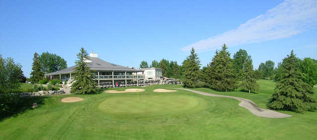 A view of a green and the clubhouse in background at Elmira Golf Club