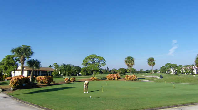 A view of the practice area at The Golf Club of Jupiter