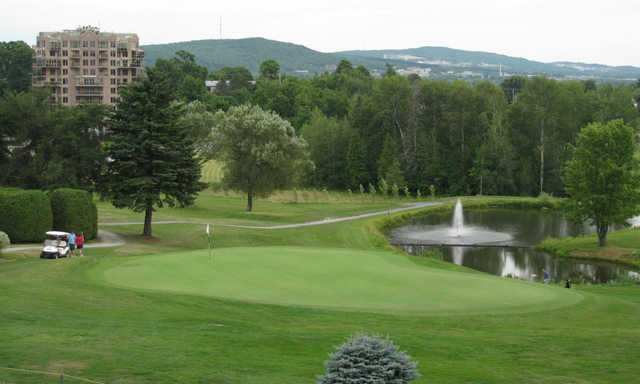 A view of a green at Club de Golf Sherbrooke