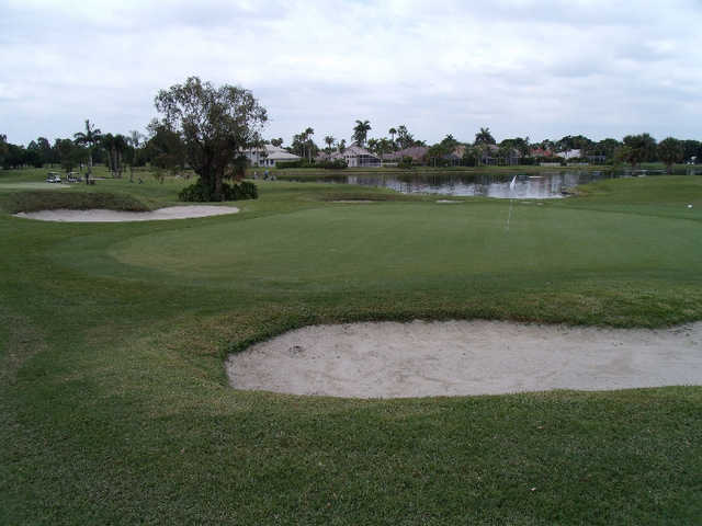A view of green protected by bunkers at Grand Palms Golf & Country Club