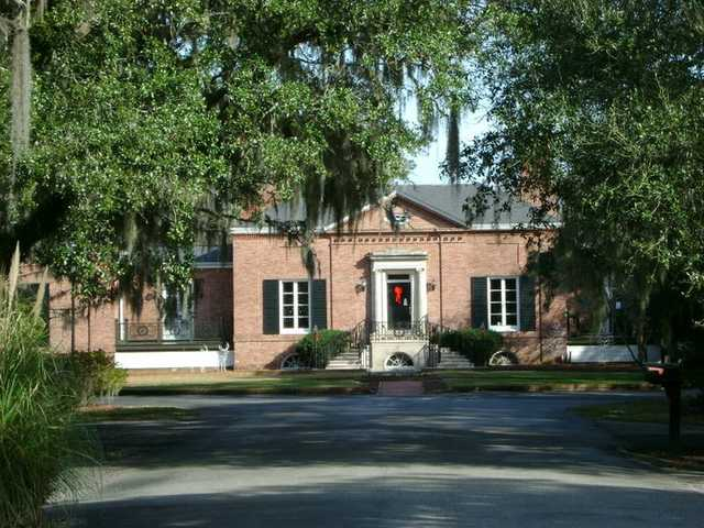 A view of the clubhouse at Wedgefield Plantation Golf Club