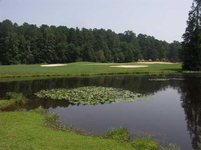 A view of green #11 protected by bunkers at River Course from Country Club of Whispering Pines
