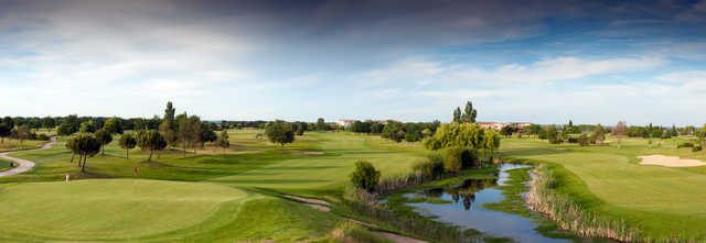 A view of a green at Toulouse-Seilh Golf Club.