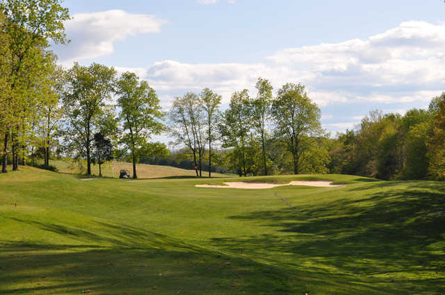 A sunny day view of a green at Lakeview Golf Club.