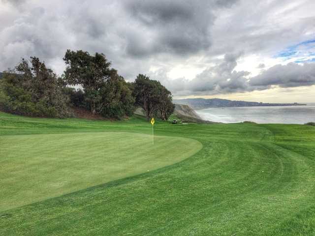 The par-4 16th hole at Torrey Pines North has a bailout area left of the green.