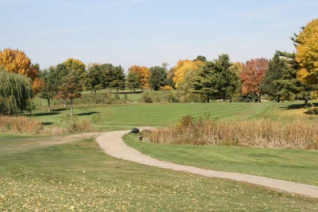 A view of hole #1 at Kellogg Golf Course (Peoria Park District Golf).