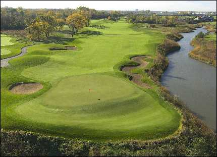 Aerial view of the 10th green at Prairie Landing