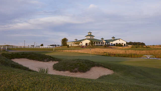 View of the 18th hole and clubhouse at Chariot Run