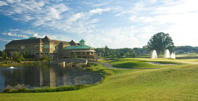 A view of the 18th hole and the clubhouse at Signature of Solon.