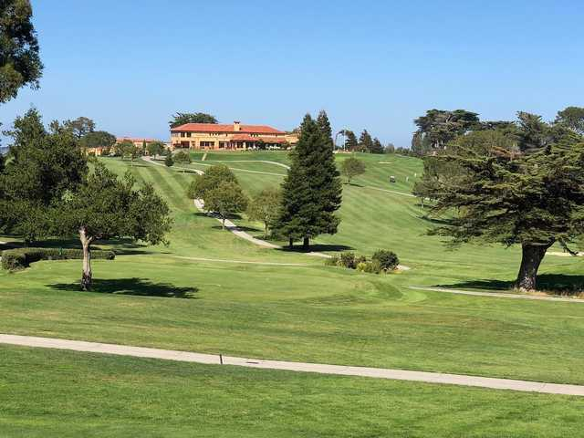 A view of a tee and the clubhouse in the distance at Green Hills Country Club.