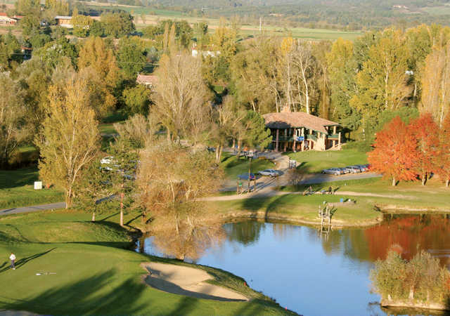 View of the 9th green and clubhouse at Etangs de Fiac Golf Club