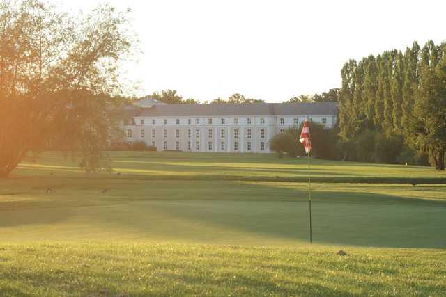 A view of hole #10 at Garden Golf de Chantilly