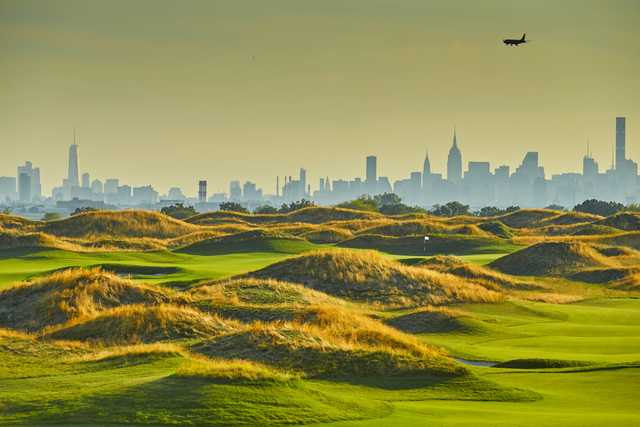 Skyline of New York seen from Trump Golf Links at Ferry Point