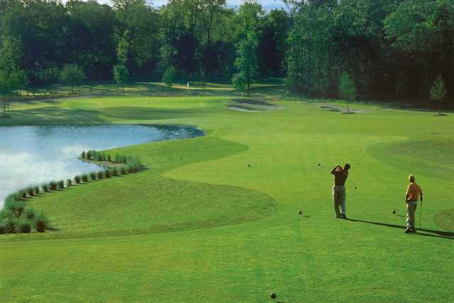 A view of a tee at Contraband Bayou Golf Club At L'Auberge Du Lac.