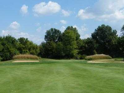 A view of a green protected by bunkers at Champions Golf Course (Publiccourses)