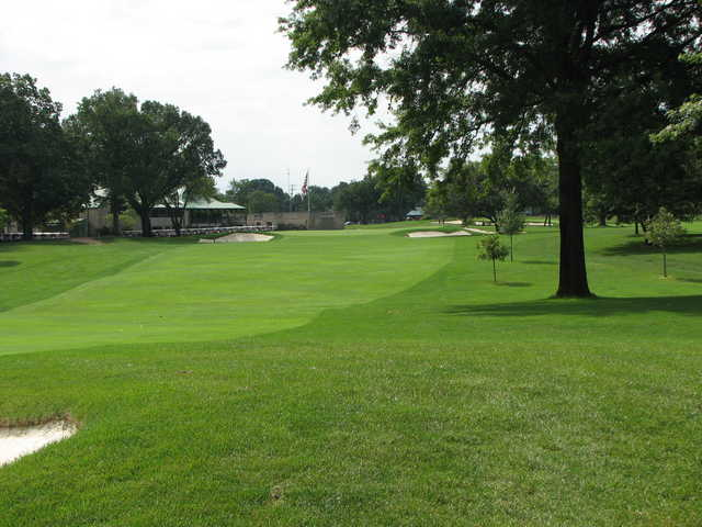 A view of green #18 and clubhouse on the left at Scarlet at Ohio State University Golf Course