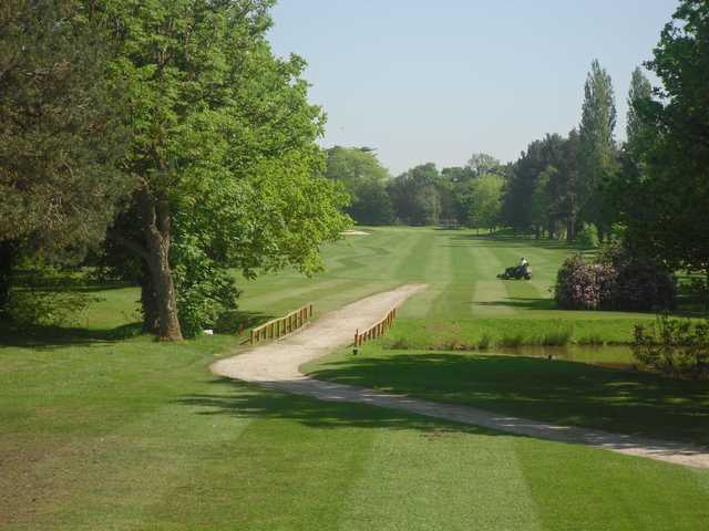 A view of a tee at Drayton Park Golf Club.
