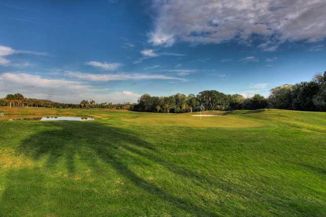 A sunny day view of a hole at Heritage Harbour Golf Club (CMS Photography/Chad Spencer).