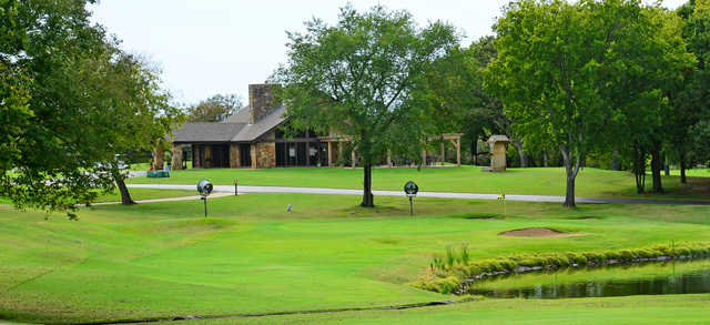 A view of a green and the clubhouse in background at Coves Golf Club.