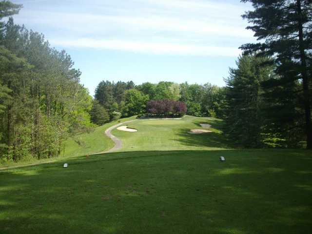 A view of the 17th green protected by bunkers at Hocking Hills Golf Club & Urban Grille