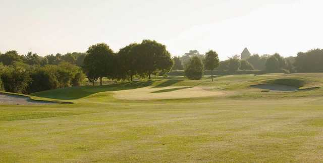 A sunny day view of a hole at Stockley Park Golf.